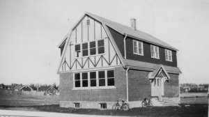 Parkdale school 1936 <br> Photo Courtesy of the Pex MacKay Collection