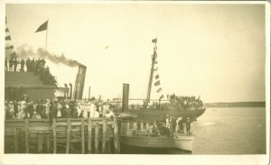 Troops aboard the SS Cacouna, Buntain and Bell's Wharf, 5 August 1914 <br> Photo courtesy of the Frank M. Stewart Collection, City of Charlottetown Archives