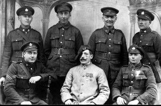 A group of Canadian soldiers and one French soldier (Centre), 1916 <br /> Dorothy Forsythe Collection, City of Charlottetown